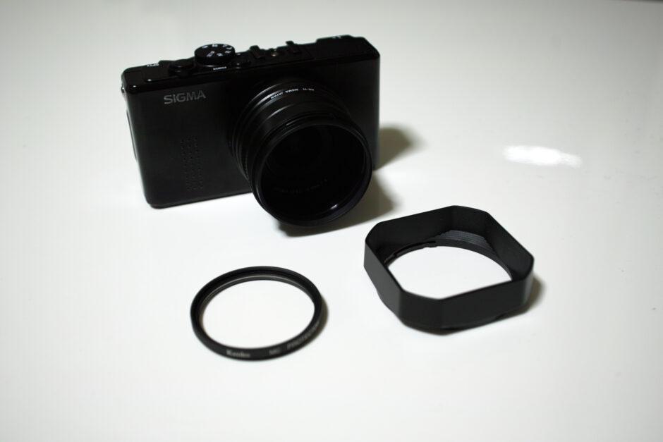 フードアダプターを取り付けたDP1x、MCプロテクター、レンズフード